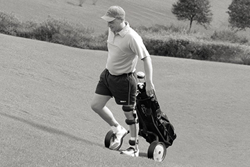 Man golfing while wearing knee brace. Image credit Otto Bock.